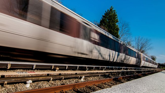 Metro Train Runs Red Signal in Virginia