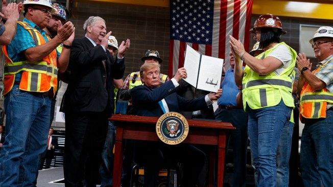Trump Signs Orders Making it Harder to Block Pipelines