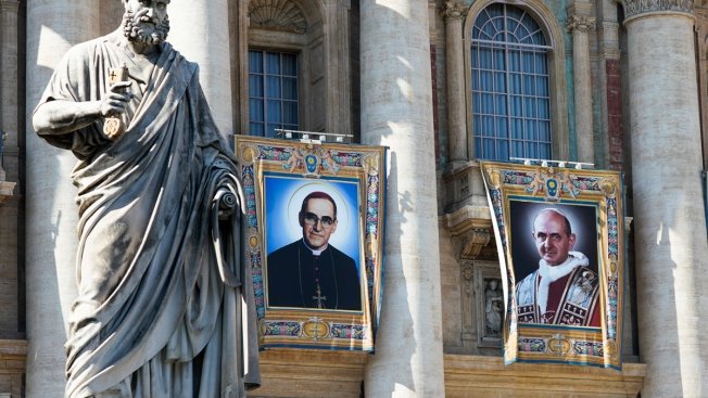 Pope Makes El Salvador's Oscar Romero, Pope Paul VI Saints