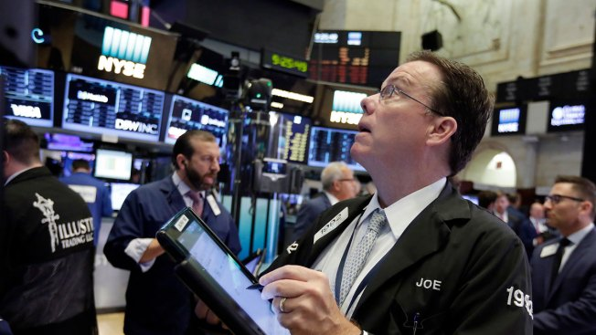 US Stocks Skid on Concerns About Slow Hiring; Retailers Drop