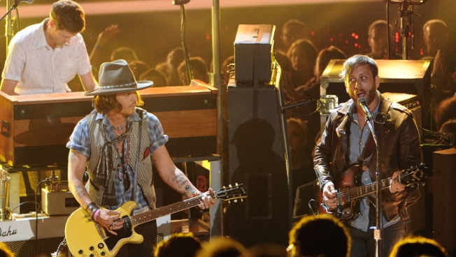 Johnny Depp Rocks the House at the 2012 MTV Movie Awards