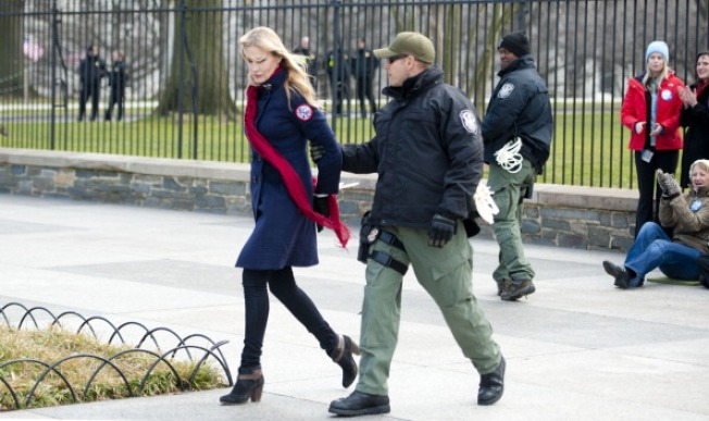 Sierra Club Chief, Actress Daryl Hannah Arrested at White House Protest
