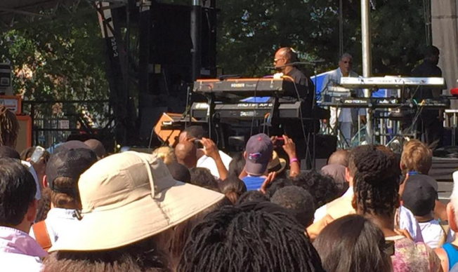 Stevie Wonder Performs Pop-Up Show in D.C.
