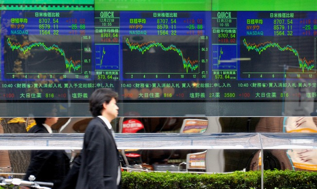 Most Asian Markets Fall on Gloomy Economic Outlook