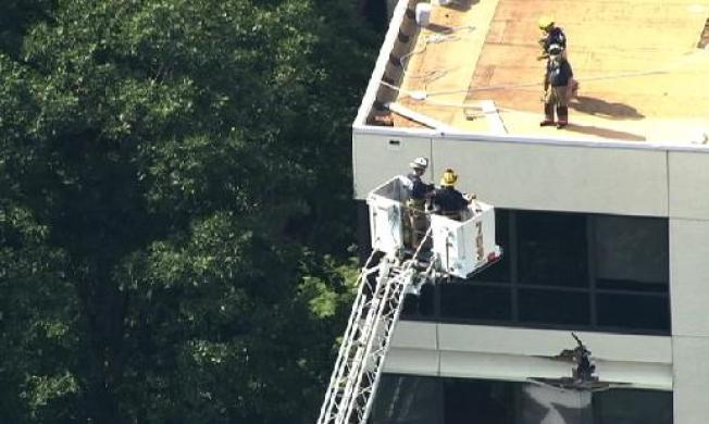Window-Washer Rescued After Hanging From Scaffolding