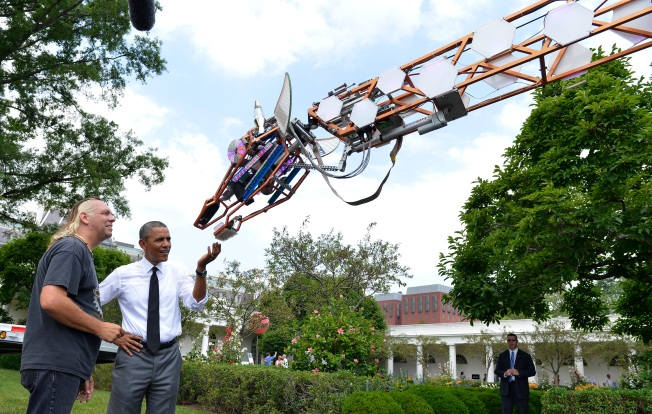 Giant Giraffes, 100-MPG Cars Wow at White House Maker Faire