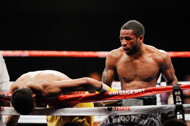 Peterson Retains Title With 8th Round TKO