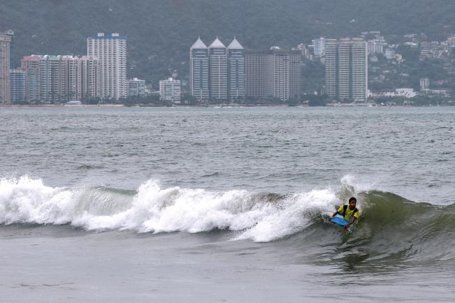 Shootout Kills 18 at Mexico's Acapulco Resort