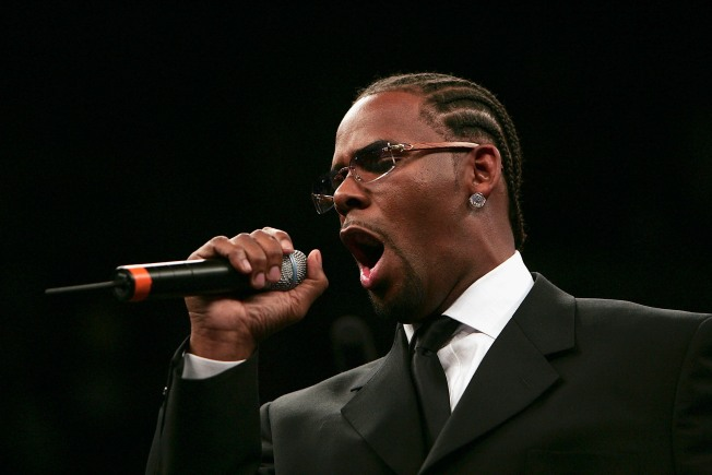 R. Kelly Undergoes Emergency Throat Surgery