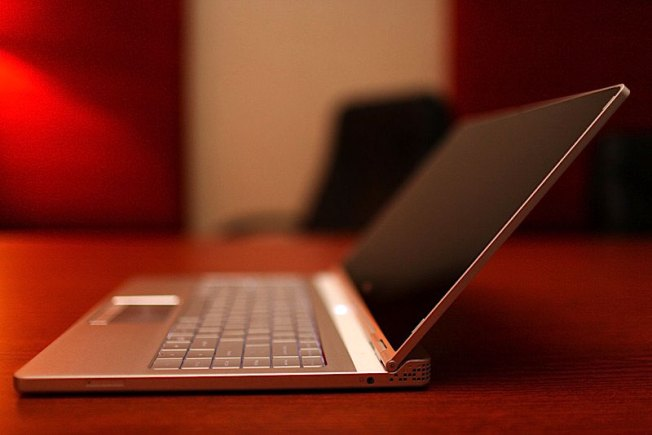 Dell Reminds World It Exists Amid Apple Deluge