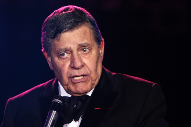 Jerry Lewis Checks Out of Hospital
