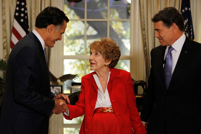 Political World and Celebrities Mourn the Death of Nancy Reagan