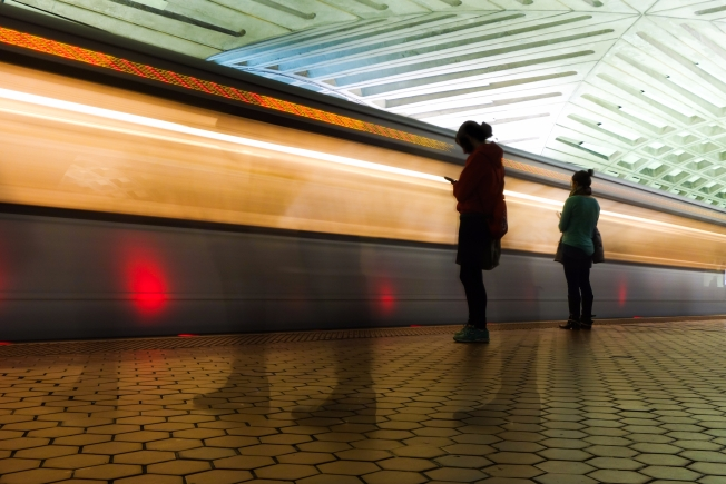 Off-Duty Federal Officials Subdue Man With Knife on Metro