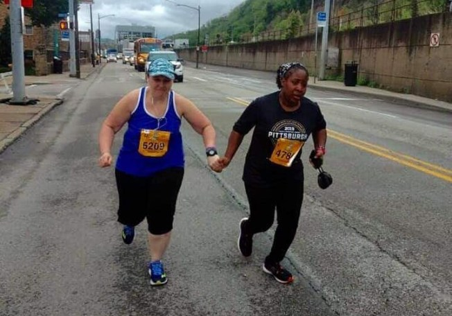Women in Viral Pittsburgh Marathon Photo Encouraged Each Other to Finish the Race