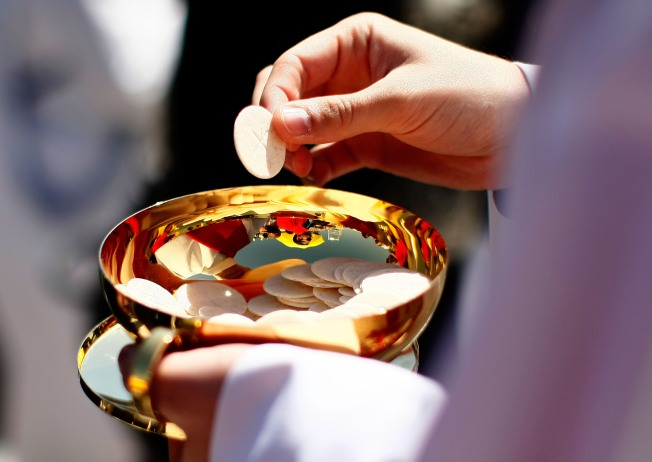 Denial of Communion to Lesbian Prompts Apology