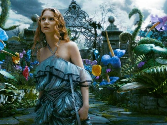 """Alice"" Extends No. 1 Stay With $62 Million"