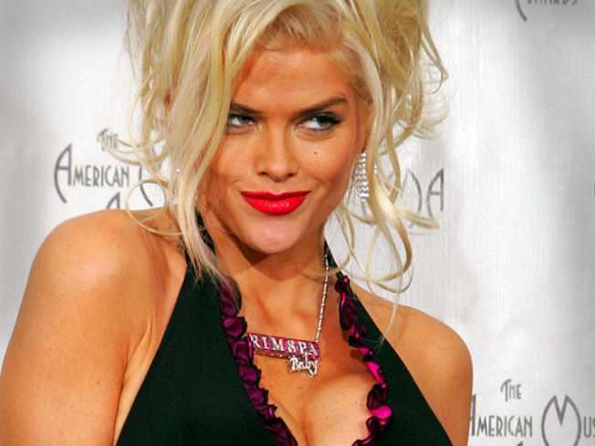 Doctor's Diaries Reveal He Wondered If It Was OK To Kiss Anna Nicole Smith