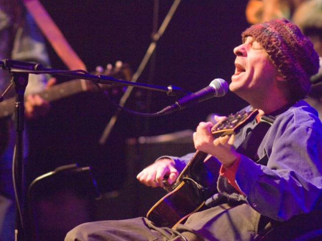 Singer-songwriter Vic Chesnutt dies at 45