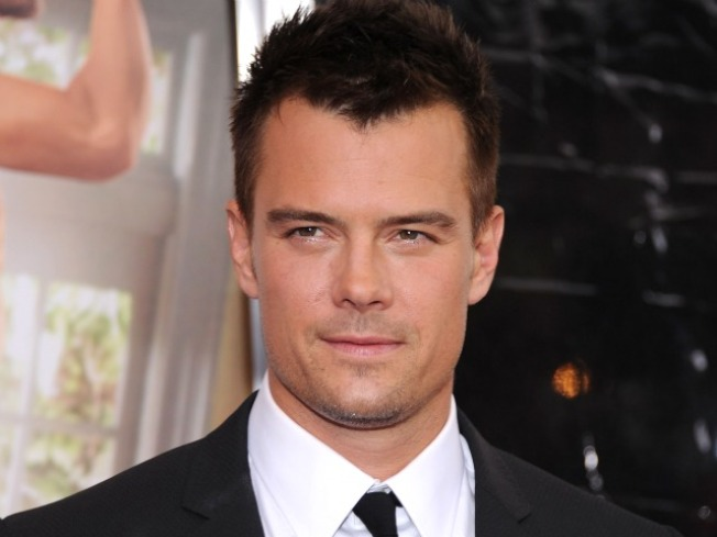 "Josh Duhamel Kicked Off Plane for Texting, Says ""Sorry"""