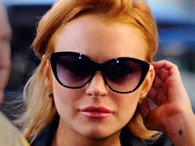 Lindsay Lohan Tweets During Thanksgiving Holiday From Rehab