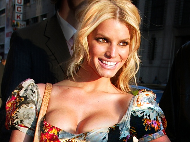 """Jessica Simpson Rips """"Cruel"""" Claims About Missing Dog"""