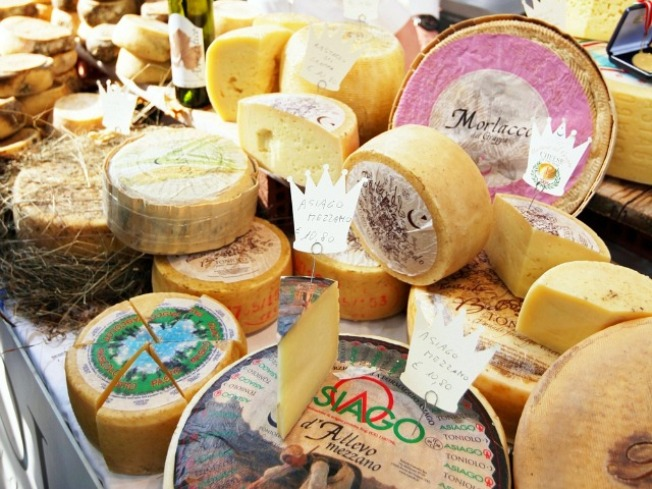 Newsflash: Everybody Loves Cheese(tique)