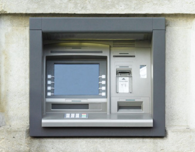 Robber Dressed Up as ATM Repairman: Police