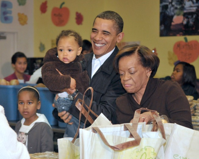 First Family Passes Out Turkeys at Martha's Table