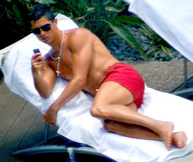 Sexy Soccer Star Cristiano Ronaldo To Pose For Armani Underwear Ads