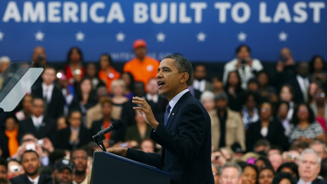Enthusiastic Crowd Greets Obama in Virginia