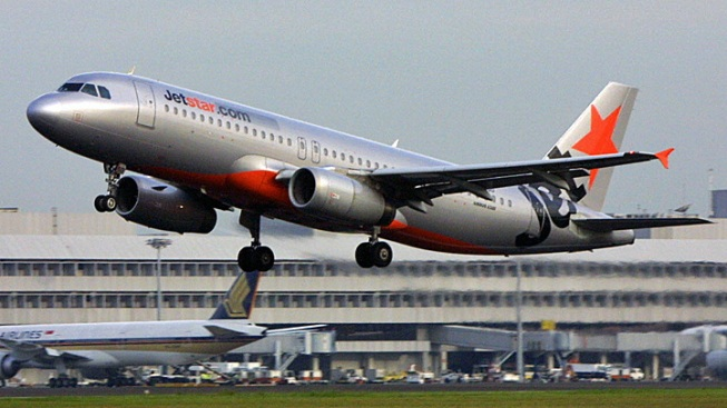 Pilot Forgot to Lower Landing Gear Because He Was Texting, Probe Finds