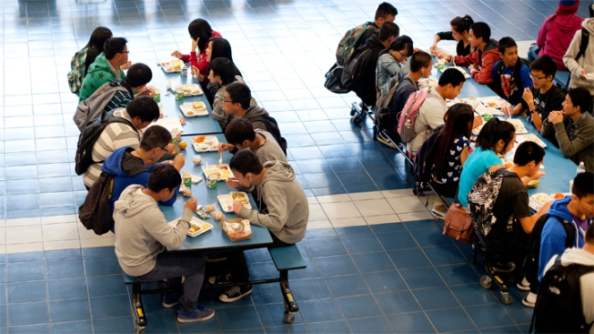 """Freedom to Choose"": Some Schools Drop Federal Lunch Program"