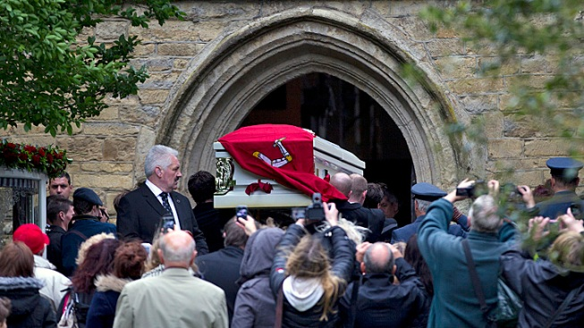 Bee Gees' Robin Gibb Is Laid to Rest