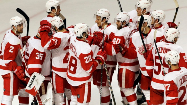 Red Wings Beat Blackhawks 4-1, Even Series
