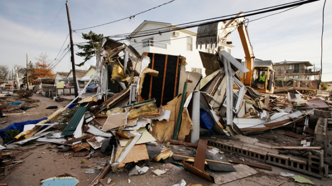 N.Y. to Hire 5,000 Temp Workers for Sandy Cleanup