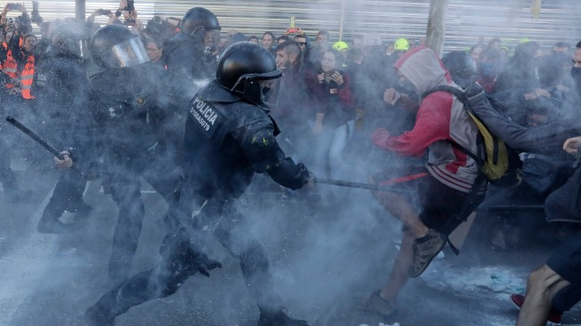 Spanish Government Warns of Security Takeover in Catalonia