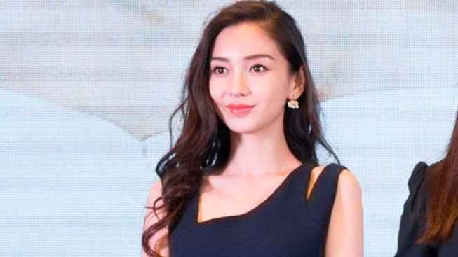 China Celebrity Has Face Examined for Signs of Plastic Surgery