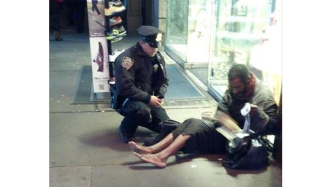 Photo of NYPD Officer Giving Boots to Homeless Man Becomes Online Sensation