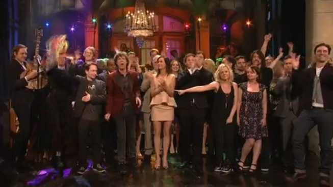 """Kristen Wiig Gets an Emotional Sendoff from """"SNL"""""""