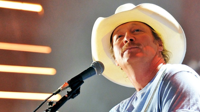 Alan Jackson In Free Concert In Earthquake-Hit Mineral