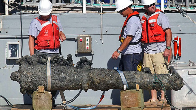 Blackbeard's Cannon Raised from N.C. Shipwreck