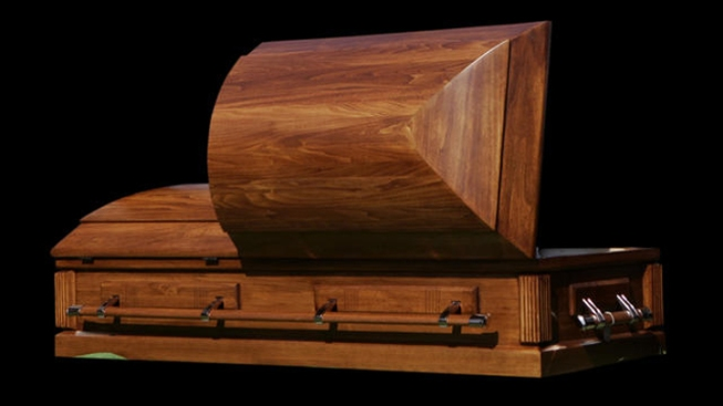 Funeral Director Poses as Dead Client's Niece, Steals Her Money
