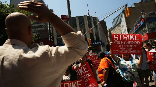 Federally Contracted Workers Hold Rally for Living Wage