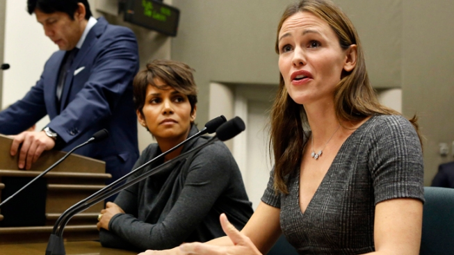 Halle Berry, Jennifer Garner Urge Support for Calif. Paparazzi Bill