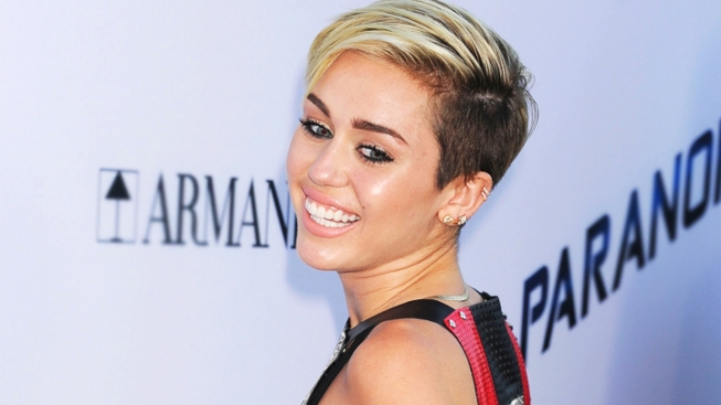 "Miley Swings to ""SNL"""