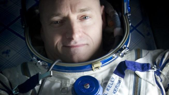 Astronaut Scott Kelly Takes Stunning Photo of Chicago Lights, Aurora Borealis