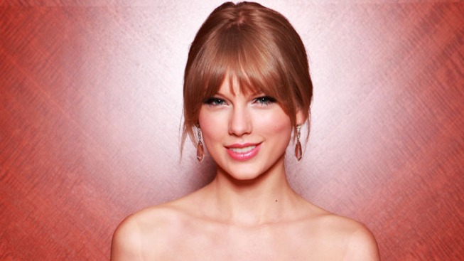 "Taylor Swift, Amanda Seyfried to Star in ""Les Mis"" Movie"