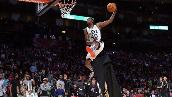 Jeremy Evans Dunks Over Painting of Himself Dunking