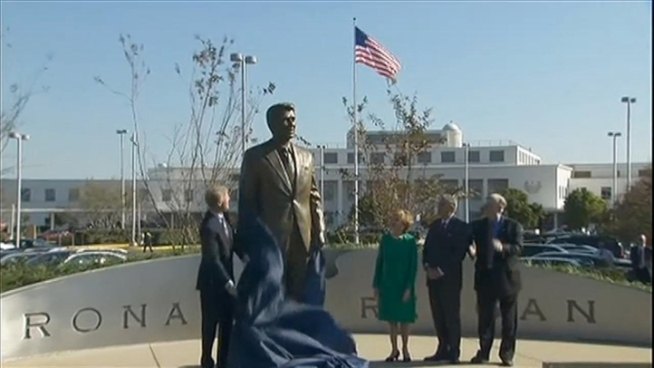 A ceremony was held on Tuesday to dedicate a new statue of Ronald Reagan that will welcome fliers on their way into Reagan National airport.