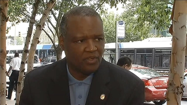 Prince George's County Executive Rushern Baker wants the school board and schools superintendent to answer to him. News4 Prince George's County Bureau Chief Tracee Wilkins reports.